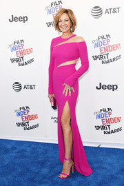 Allison Janney was fun and fab in a slashed hot-pink gown by Pamella Rolland at the 2018 Film Independent Spirit Awards.