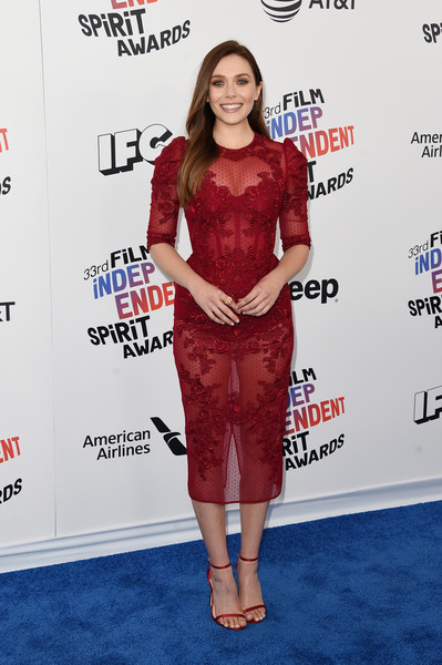Elizabeth Olsen complemented her dress with red slim-strap heels by Jimmy Choo.