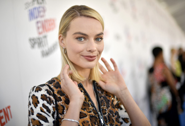 More Pics of Margot Robbie Sequin Dress (5 of 8) - Dresses & Skirts Lookbook - StyleBistro [red carpet,hair,face,blond,beauty,hairstyle,fashion,lip,hand,smile,long hair,margot robbie,film independent spirit awards,santa monica,california]