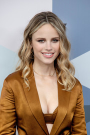 Halston Sage framed her face with a sweet wavy 'do for the 2018 Fox Network Upfront.