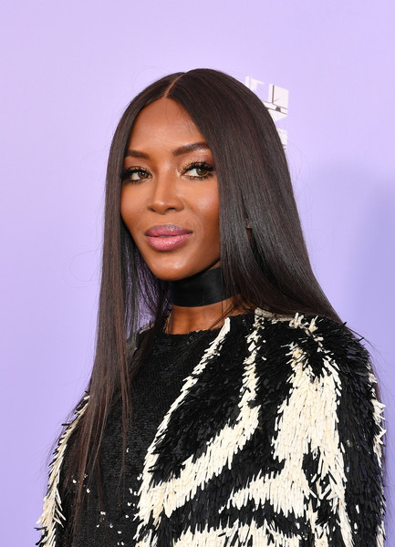 Naomi Campbell attended the 2018 Fragrance Foundation Awards wearing her signature sleek tresses.