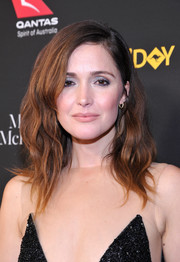 Rose Byrne sported a high-volume wavy hairstyle at the 2018 G'Day USA Black Tie Gala.