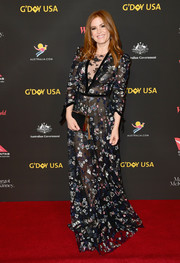 Isla Fisher donned a sweet-meets-sultry floral-embroidered sheer gown by Monique Lhuillier for the 2018 G'Day USA Black Tie Gala.