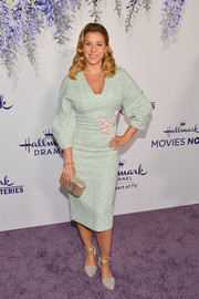 Jodie Sweetin finished off her ensemble with a metallic clutch by Tarryn Simone.