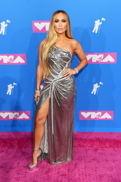 Jennifer Lopez was her usual diva-glam self in a silver one-shoulder gown by Atelier Versace at the 2018 MTV VMAs.