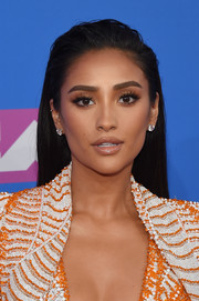 Shay Mitchell went edgy with this wet-look hairstyle at the 2018 MTV VMAs.