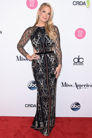 Molly Sims glammed it up in an intricately beaded column dress at the 2018 Miss America competition.