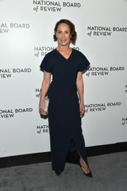 Laurie Metcalf brightened up her look with a silver tube clutch.