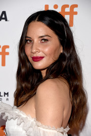 Olivia Munn finished off her look with a sexy red lip.