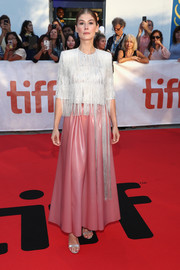 Rosamund Pike sealed off her ensemble with a pair of elegant silver heels.