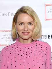 Naomi Watts added major glamour with a pair of diamond chandelier earrings by Van Cleef & Arpels.
