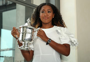Naomi Osaka wore a stylish black leather-band quartz watch at the 2018 U.S. Open.