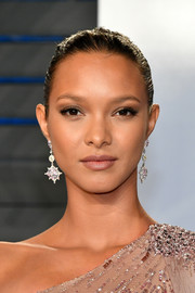 Lais Ribeiro opted for a simple and classic updo when she attended the 2018 Vanity Fair Oscar party.