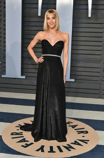 Sofia Boutella was a classic beauty in a strapless, sweetheart-neckline gown by Prada at the 2018 Vanity Fair Oscar party.