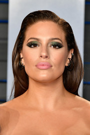 Ashley Graham went for a statement beauty look with a super-smoky combination of metallic-green and charcoal eyeshadow.