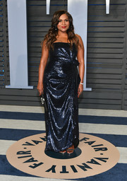 Mindy Kaling shimmered so elegantly in a draped, strapless navy gown by Prabal Gurung at the 2018 Vanity Fair Oscar party.