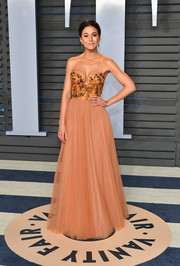 Emmanuelle Chriqui looked princessy in this strapless peach gown by Pamella Roland at the 2018 Vanity Fair Oscar party.