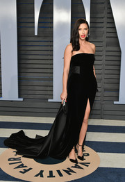Adriana Lima looked regal in a strapless black velvet and satin gown by Alberta Ferretti at the 2018 Vanity Fair Oscar party.