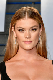 Nina Agdal looked gorgeous even with this simple center-parted hairstyle at the 2018 Vanity Fair Oscar party.