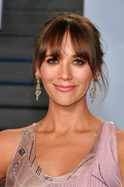 Rashida Jones went for a messy updo with eye-grazing bangs when she attended the 2018 Vanity Fair Oscar party.
