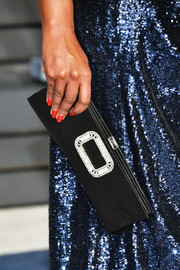 Mindy Kaling attended the 2018 Vanity Fair Oscar party wearing a sexy red mani.
