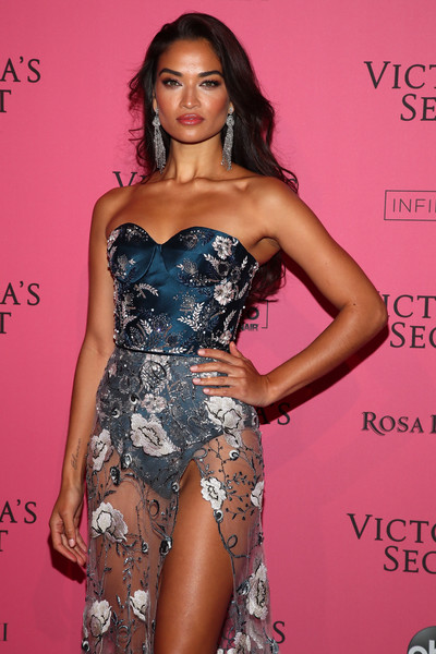 More Pics of Shanina Shaik Corset Dress (1 of 2) - Shanina Shaik Lookbook - StyleBistro [clothing,fashion model,thigh,dress,fashion,shoulder,long hair,beauty,hairstyle,leg,shanina shaik,new york,party arrivals,victorias secret fashion show,victorias secret fashion show after party]