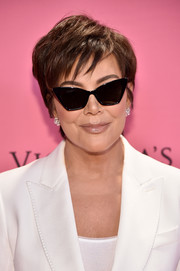 Kris Jenner rocked a tousled 'do at the 2018 Victoria's Secret fashion show.
