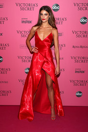 Taylor Hill matched her dress with red ankle-strap sandals.