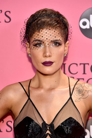Halsey wore her hair in a cute pixie, compete with a black fishnet veil, at the 2018 Victoria's Secret fashion show.