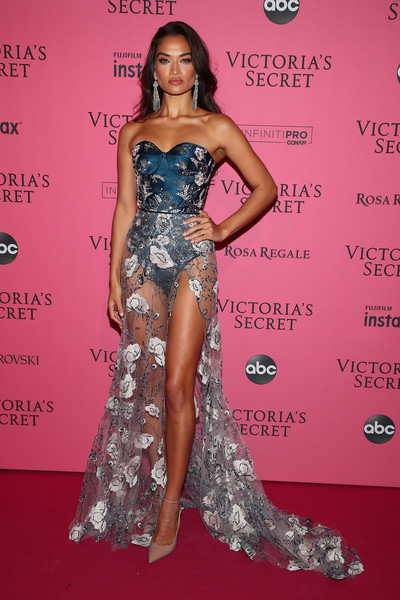Shanina Shaik was all legs in a Ralph & Russo Couture corset gown with a sheer skirt at the 2018 Victoria's Secret after-party.