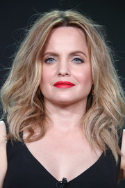 Mena Suvari wore her hair in a messy lob at the 2018 Winter TCA Tour.