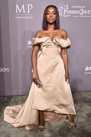 Justine Skye styled her dress with silver glitter sandals by Christian Louboutin.