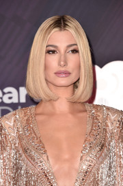 Hailey Baldwin showed off a perfectly styled bob at the 2018 iHeartRadio Music Awards.