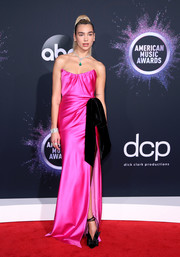 Dua Lipa paired bowed black pumps with a hot-pink gown for the 2019 American Music Awards.
