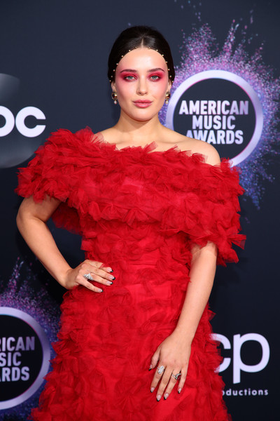 More Pics of Katherine Langford Evening Sandals (1 of 4) - Katherine Langford Lookbook - StyleBistro [clothing,red,shoulder,dress,fashion,fashion model,joint,carpet,cocktail dress,flooring,arrivals,katherine langford,american music awards,microsoft theater,los angeles,california]