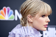 Taylor Swift accessorized with a whimsical star ear cuff by Stefere at the 2019 Billboard Music Awards.