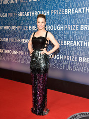 Rachel McAdams went for festive glamour in a Rami Kadi Couture bondage gown with a tinsel-embellished skirt at the 2019 Breakthrough Prize.