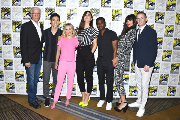 More Pics of D'Arcy Carden Skinny Pants (1 of 5) - Pants & Shorts Lookbook - StyleBistro [the good place,social group,yellow,event,team,suit,family,marc evan jackson,jameela jamil,william jackson harper,darcy carden,ted danson,kristen bell,l-r,comic-con international,photo call]