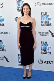 Aubrey Plaza kept it simple in a dark burgundy velvet dress by Miu Miu at the 2019 Film Independent Spirit Awards.