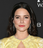Sophia Bush looked retro-glam with her center-parted waves at the 2019 InStyle Awards.