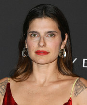Lake Bell opted for a casual center-parted 'do when she attended the 2019 InStyle Awards.