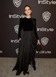 Michelle Monaghan gave us goth vibes when she sported this black box clutch and gown combo to the 2019 InStyle and Warner Bros. Golden Globes after-party.