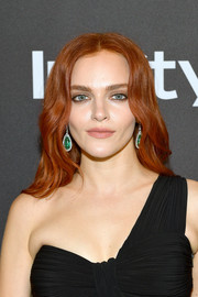 Madeline Brewer looked beautiful with her face-framing waves at the InStyle and Warner Bros. Golden Globes after-party.