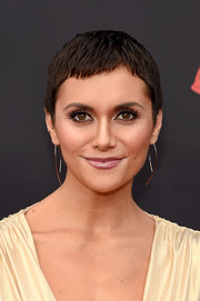 Alyson Stoner looked summer-cool with her pixie at the 2019 MTV VMAs.