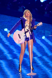 Taylor Swift rocked a pointy-shouldered blazer while performing at the 2019 MTV VMAs.