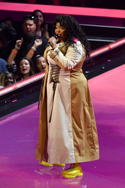 Lizzo covered up in a paneled trenchcoat for her performance at the 2019 MTV VMAs.