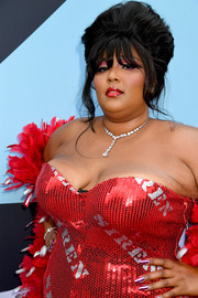 Lizzo sported a metallic pink mani at the 2019 MTV VMAs.