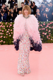Anna Wintour arrived in style at the 2019 Met Gala wearing a pink and purple feathered cape by Chanel Couture.