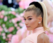 Hailey Bieber rocked a retro ponytail at the 2019 Met Gala.