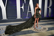 Kate Beckinsale chose a showstopping Giambattista Valli Couture gown with a mile-long train for the 2019 Vanity Fair Oscar party.